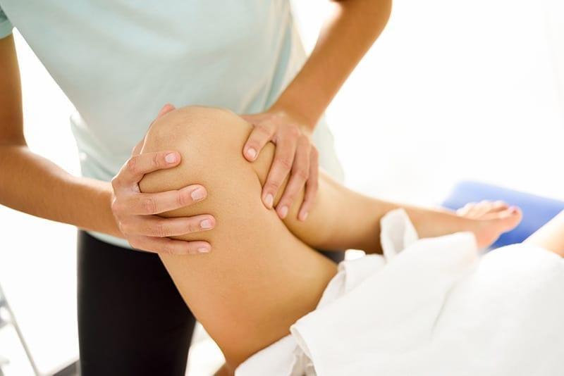entorse-genou-massage