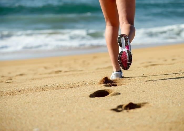 courir sur la plage bienfaits et risques