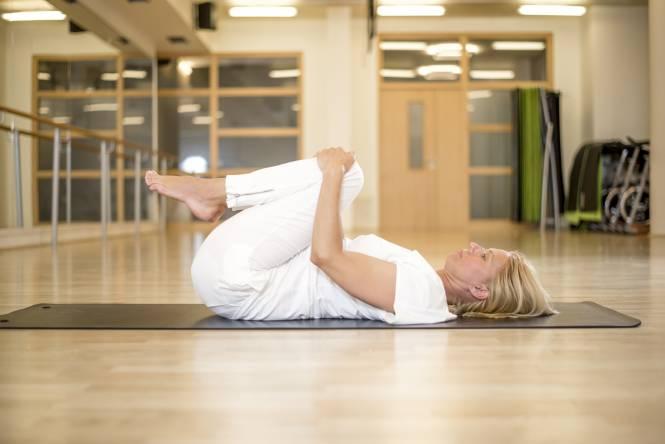 yoga la posture de libération des vents