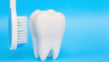 dent blanche et brosse à dents