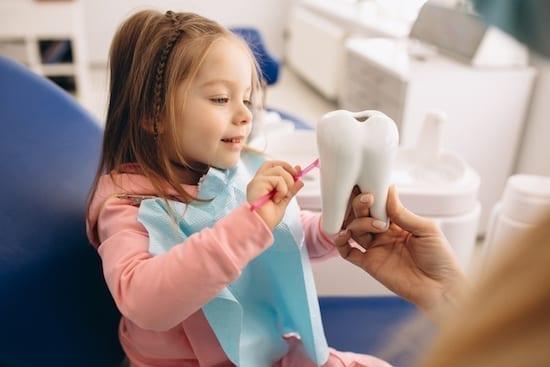 enfant chez le dentiste