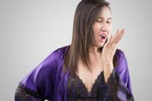 femme-ayant-mauvaise-haleine